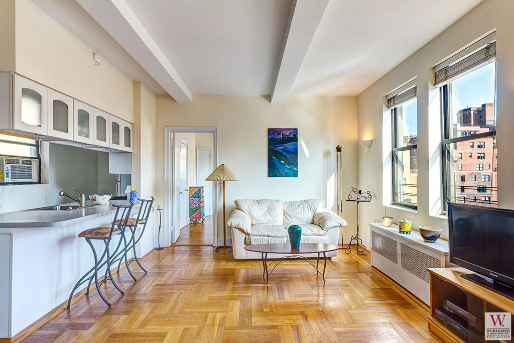20 West 72nd Livroom 2