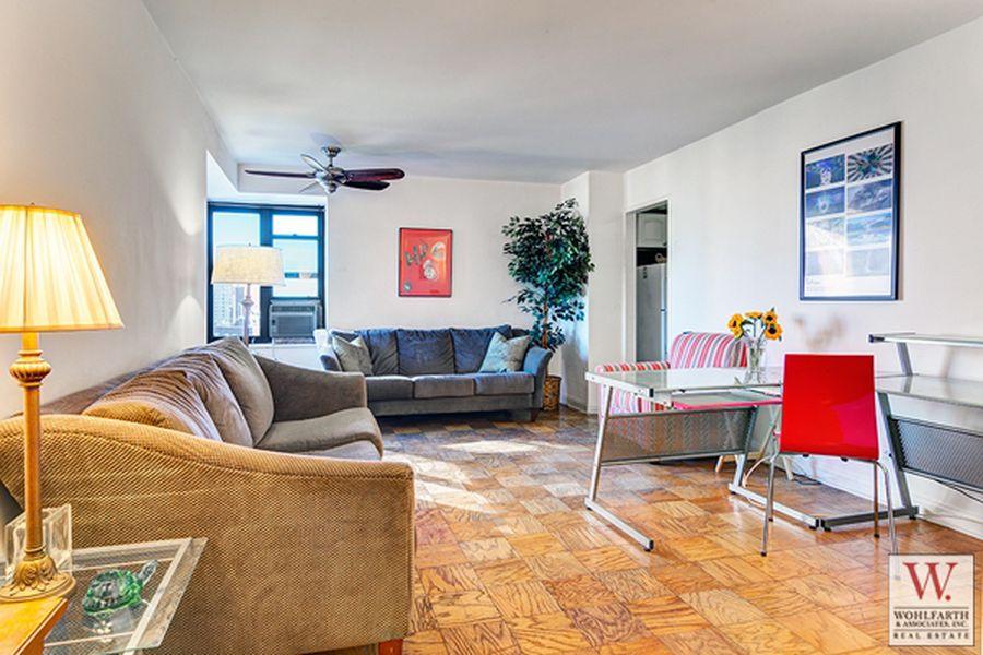 268 East Broadway Livroom 2