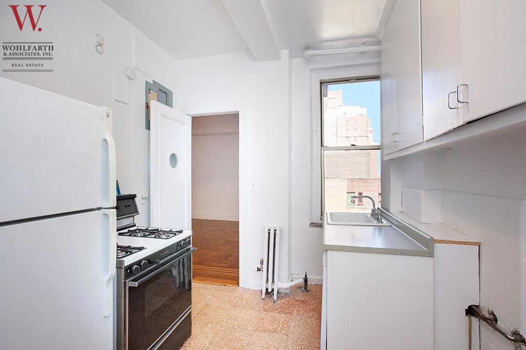 West_End_Avenue_895_9C_Kitchen