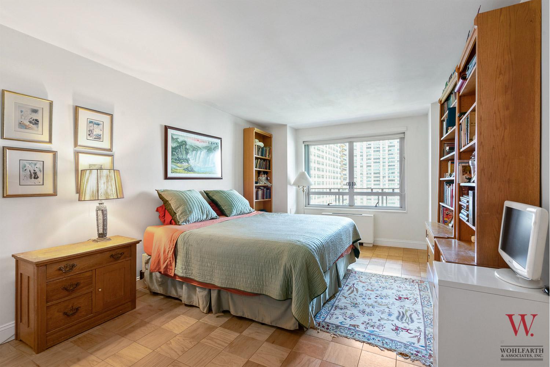 170WEA_11E-Bedroom