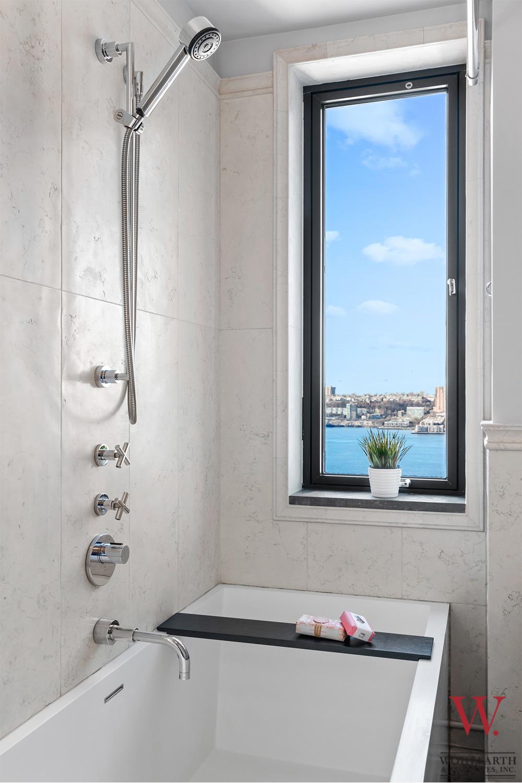 300-Wes-108th-Street-14A–Bath-2-View